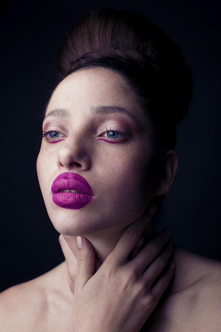 Waiting render - makeup, fashion - tescum | ello