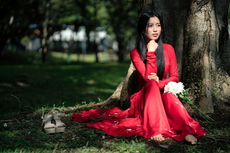 Thoughtful - Red Trinh traditio - gazzaroonii | ello