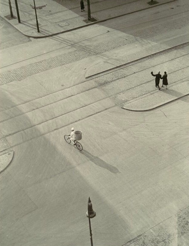 7 Morning), Laszlo Moholy-Nagy - bauhaus-movement | ello