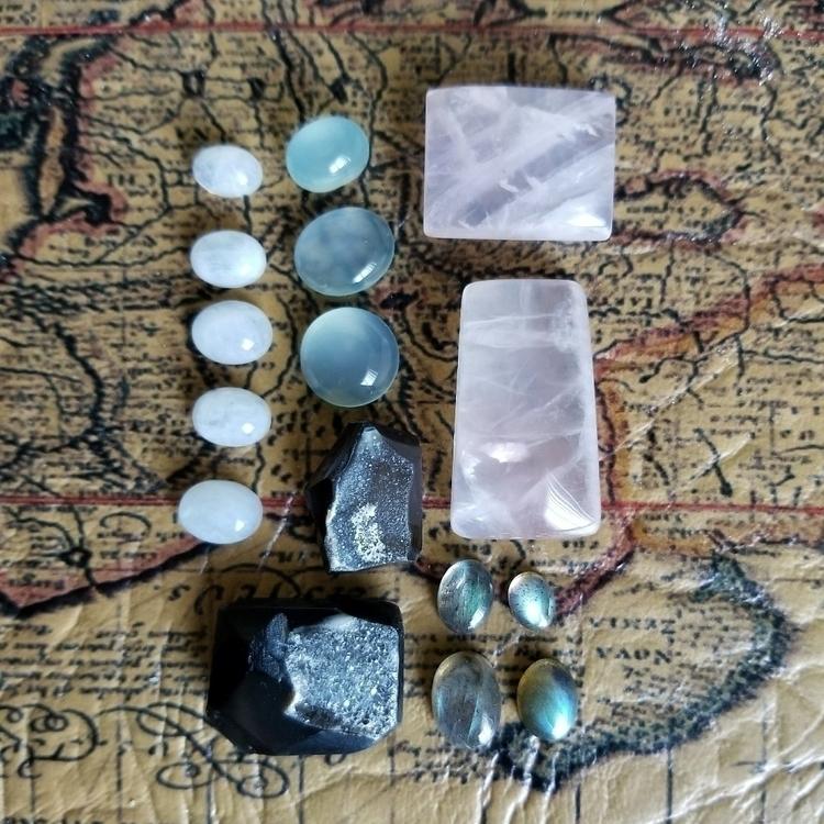 quartz, rosequartz, labradorite - tiareina | ello