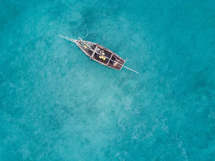 fishing boats Zanizbar high tid - jhollaholla   ello