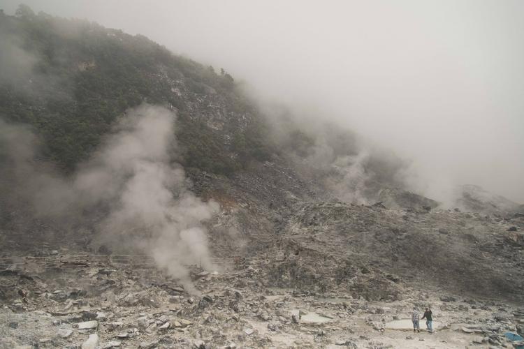 heart active volcano chilling s - colincheong | ello