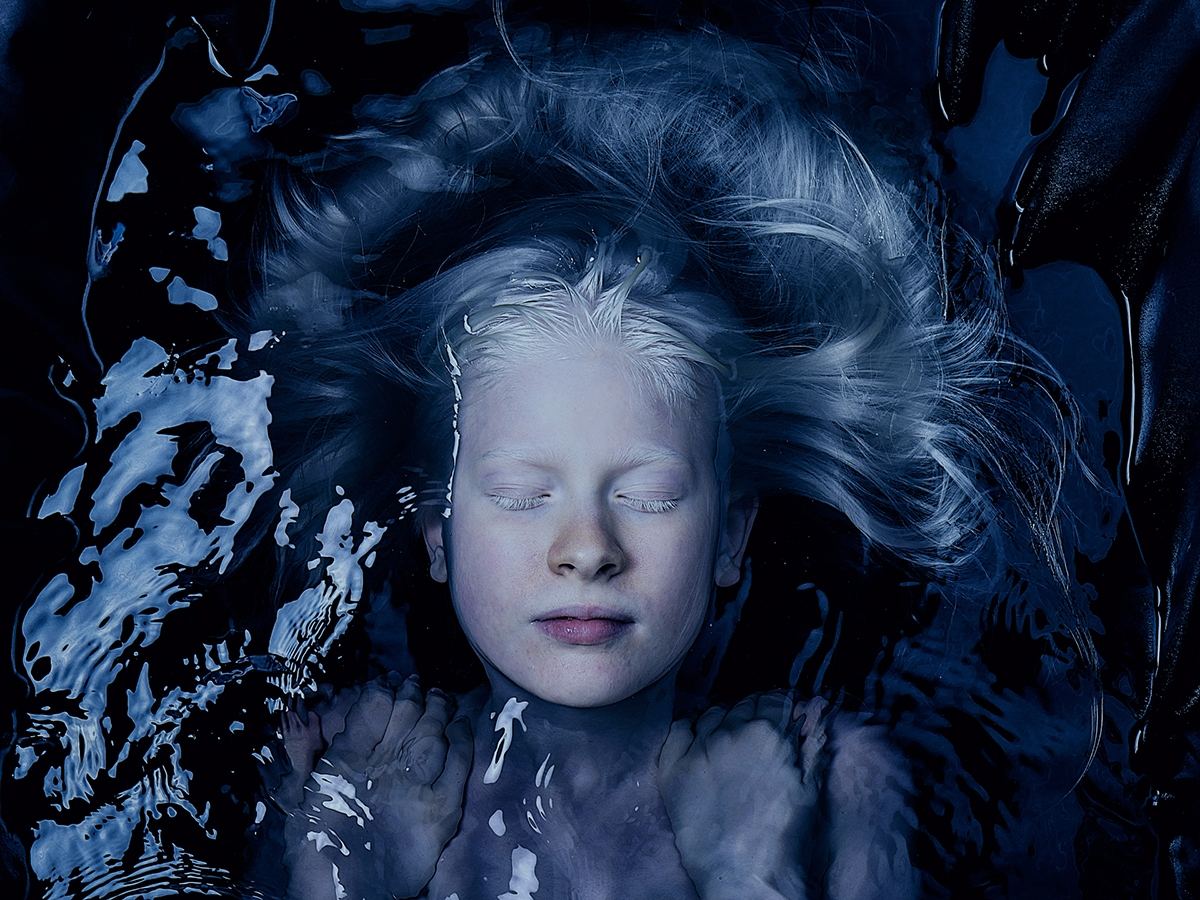 Photographer:Mario Pirozzi Mod - darkbeautymag | ello