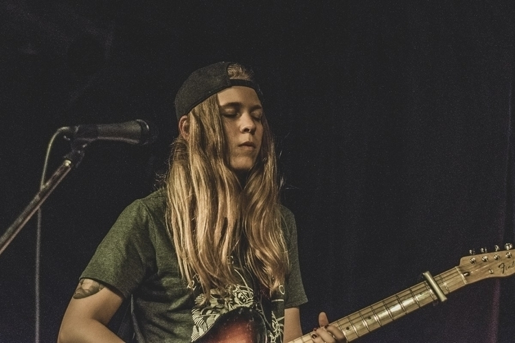 Hannah Edgerton indie-punk band - iangarrickmason | ello