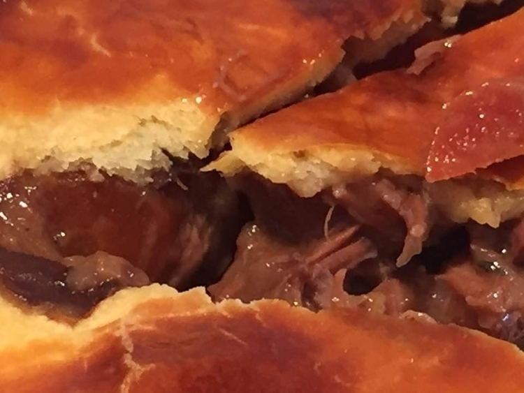 Porc cheek pie - photograph Jos - zondervrees | ello