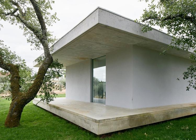 House sandwiched concrete slabs - upinteriors | ello