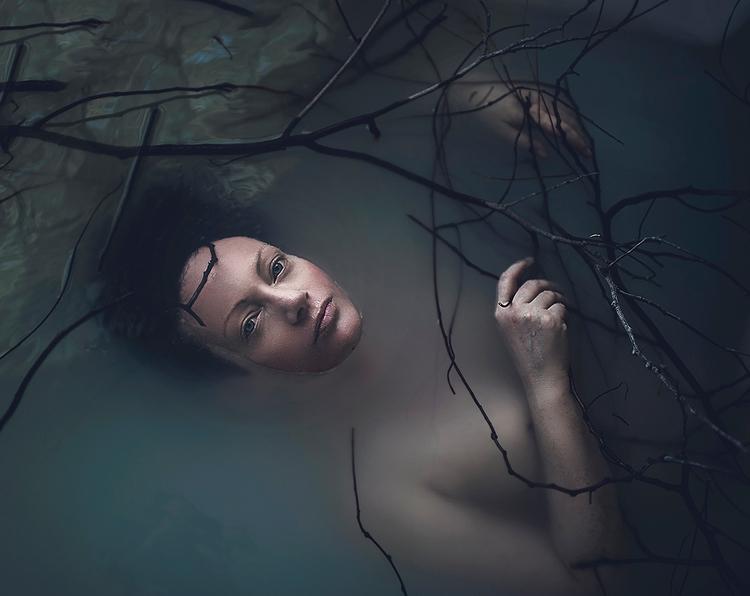 Photographer:Rachel Bellinsky - darkbeautymag   ello