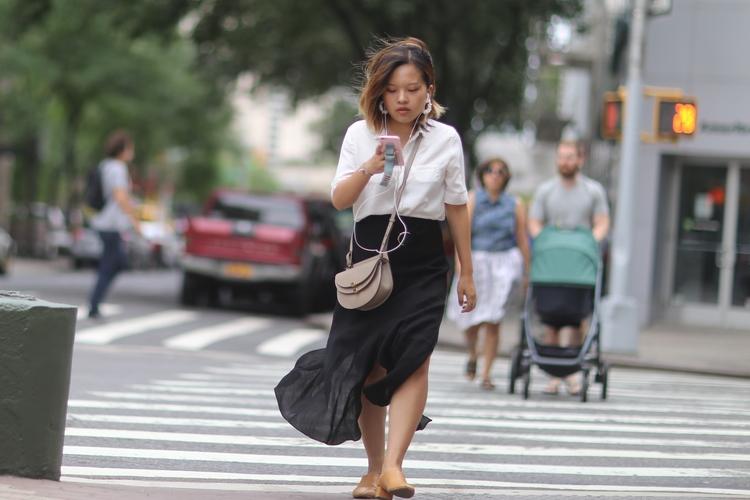 **Eyes woman crossing Broadway  - kevinrubin | ello