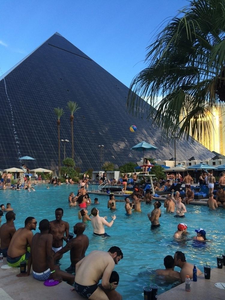 Pool party, Luxor, Las Vegas, N - nicomartinez   ello