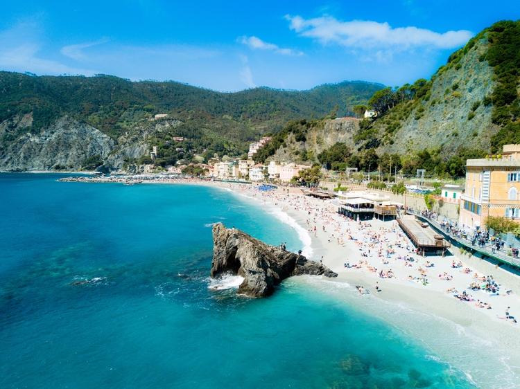 Monterosso al Mare, Cinque Terr - jhollaholla | ello