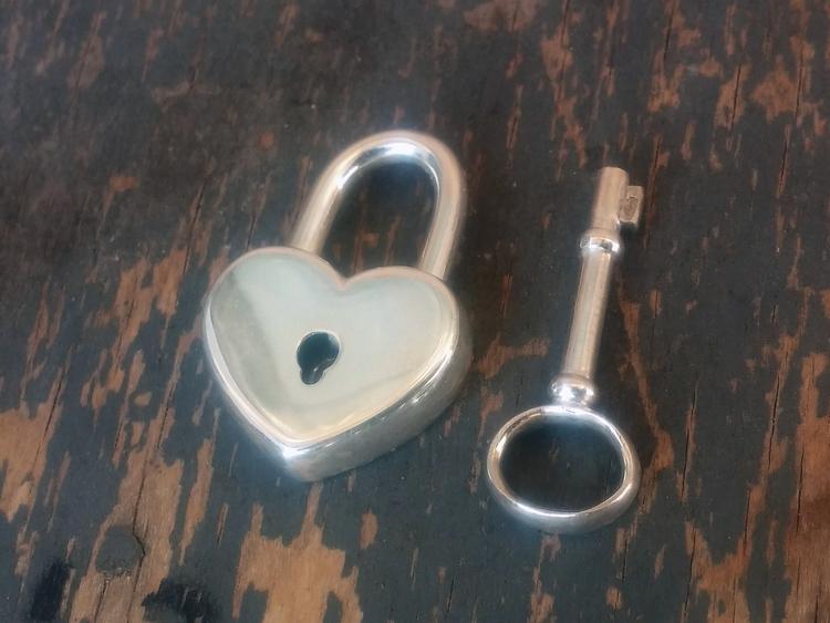 heart lock - devid_mesropov | ello
