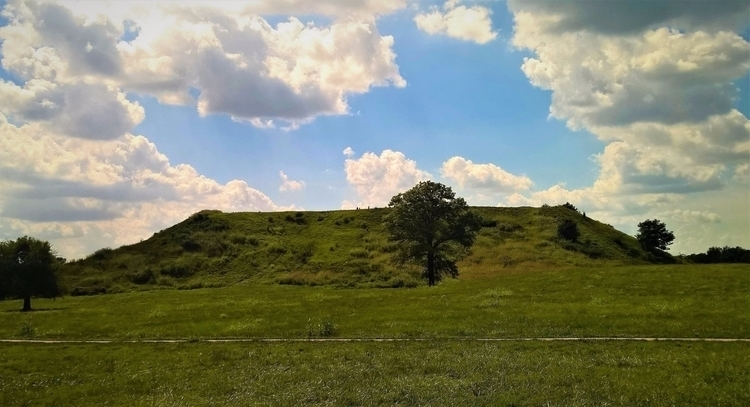 Cahokia Mounds, Monks Mound (#3 - sucramlednarb | ello