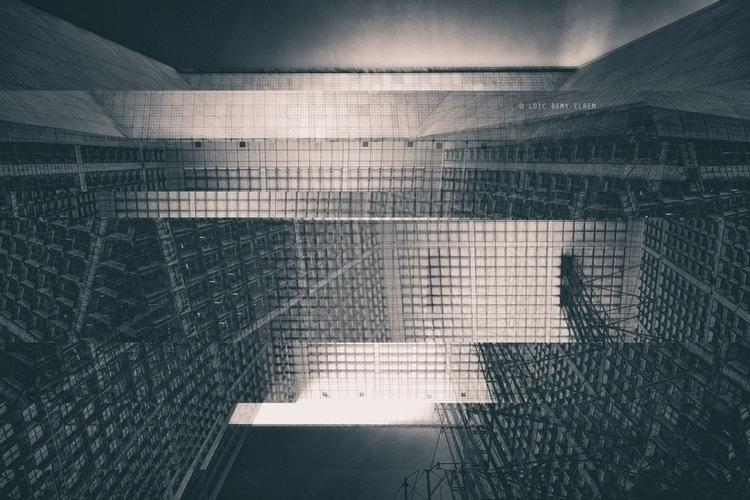 Glitched - Fragments Loïc Remy  - elrem | ello
