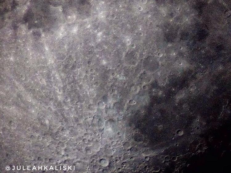 Close moon - juleahkaliski | ello