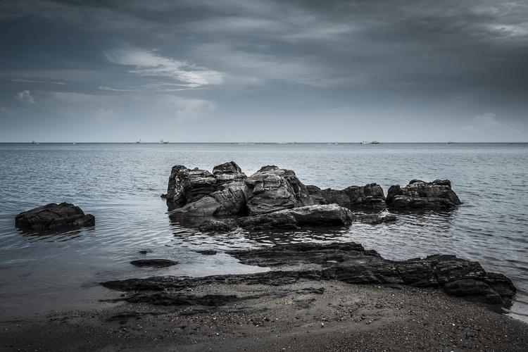Tranquility Rocks beach Roatan - mattgharvey | ello