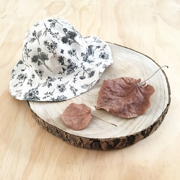gorgeous Daisy Sun Hat Wednesda - raw_threadsforkids | ello
