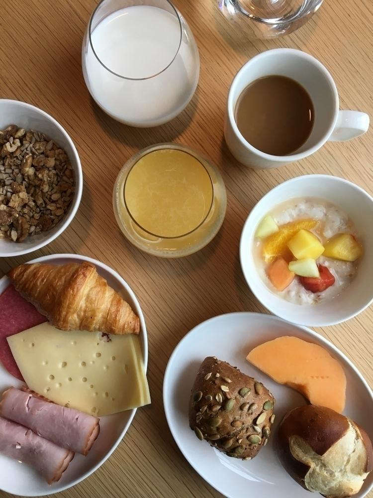 Guten Morgen [Breakfast Munich - rowiro | ello