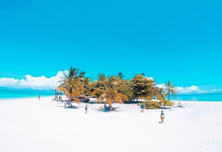 beach Philippines. :round_pushp - ixhiro | ello