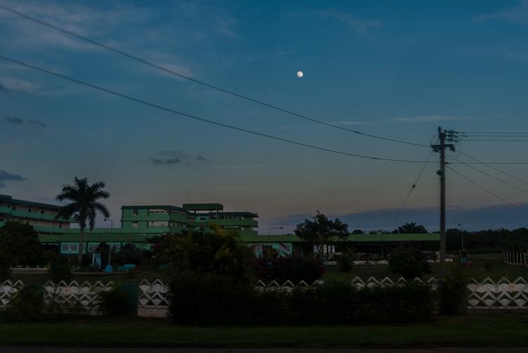 traveling moon - Cuba - christofkessemeier   ello