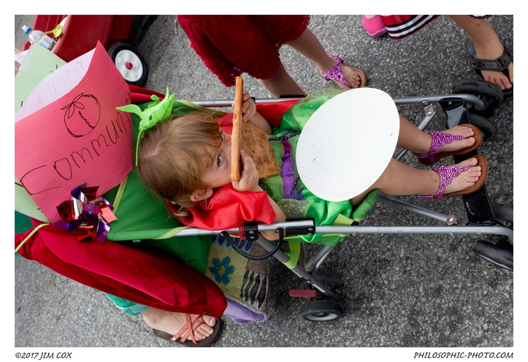 Tomato Art Fest: Eatin' Pizza - streetphotography - jascox   ello