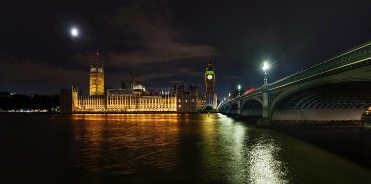 Palace Westminster, lights refl - andrewbrooks | ello