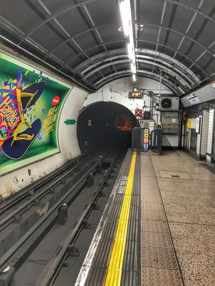 light tunnel (Northern Line, Mo - paulbines   ello