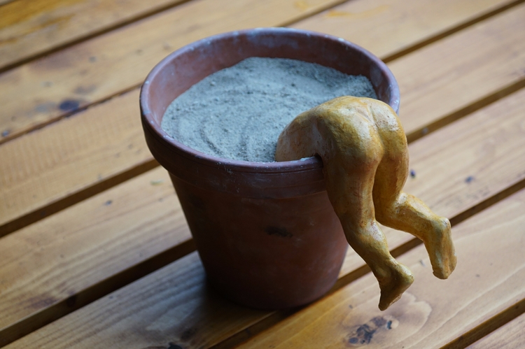 De pottenkijker. (keramiek met  - janicg | ello