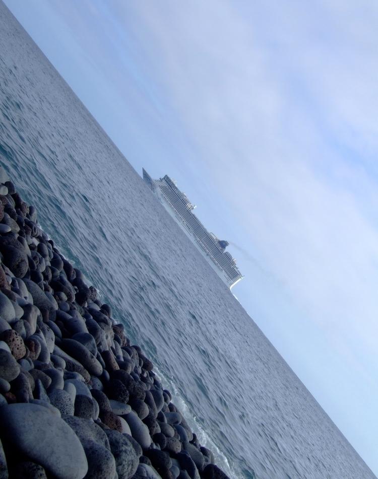 Cruise Leaving Madeira - euric   ello