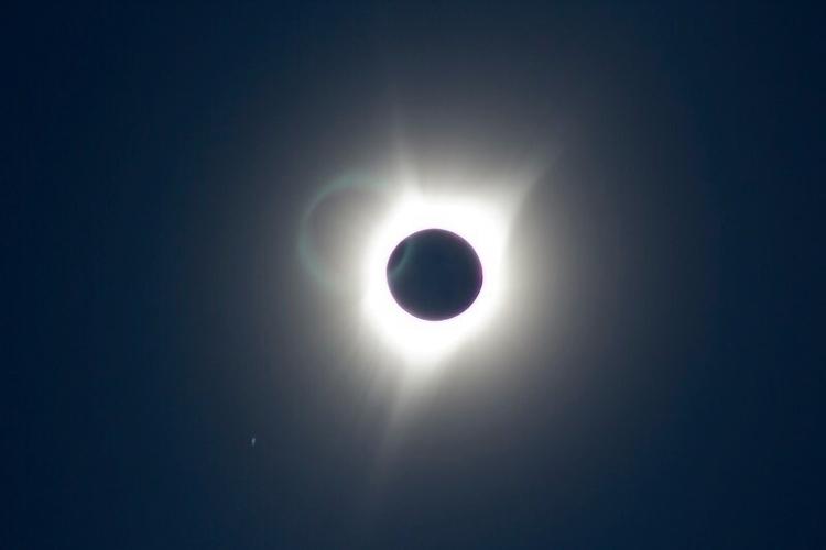 Total Eclipse 2017 - Independen - retroyeti | ello
