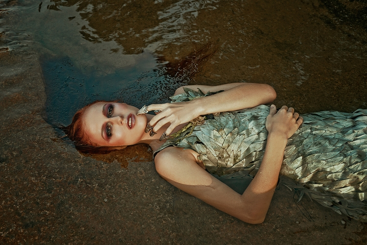 """""""Siren"""" — Photographer:Candice - darkbeautymag   ello"""