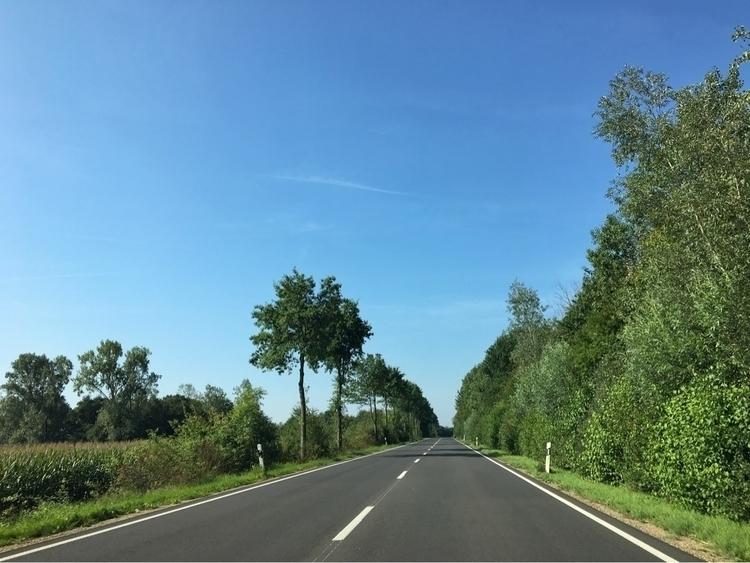 Beautiful day! En route Düren - rowiro | ello