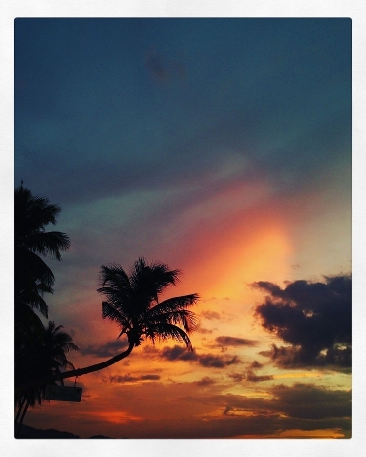 sunset Samui :copyright:Roc Cha - rocchaliand | ello