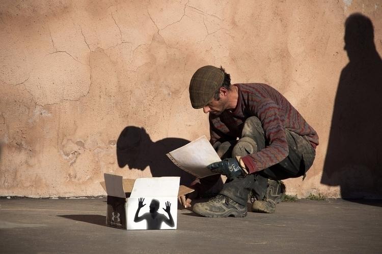 street artist represents shadow - kunst | ello