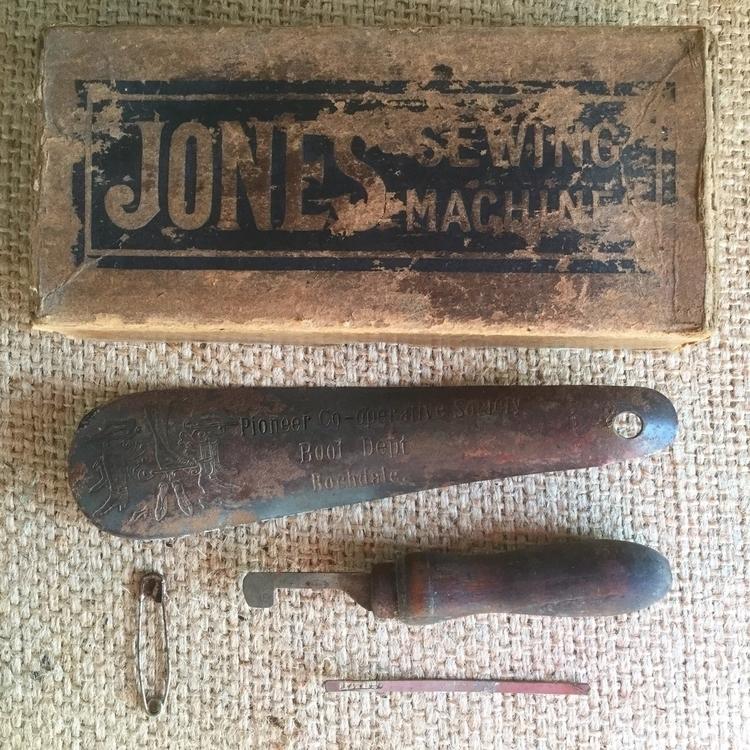 box vintage treasures add colle - arnolds-attic | ello