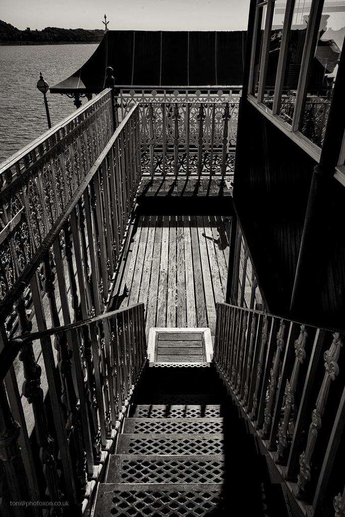 Clevedon pier, staircase hatch - toni_ertl | ello