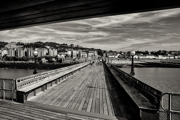 Clevedon pier, evening - clevedon - toni_ertl | ello