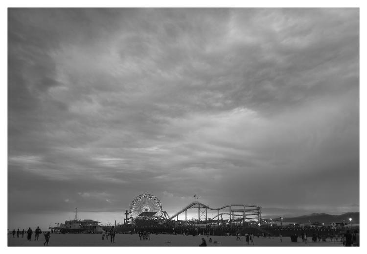 Sta. Mónica Pier Sunset, CA - guillermoalvarez | ello