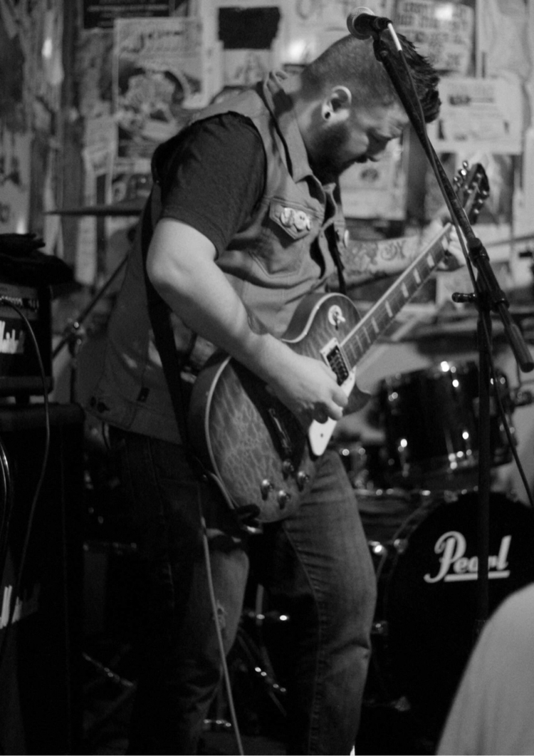 Tearing Wichita - music, gibson - leather666 | ello