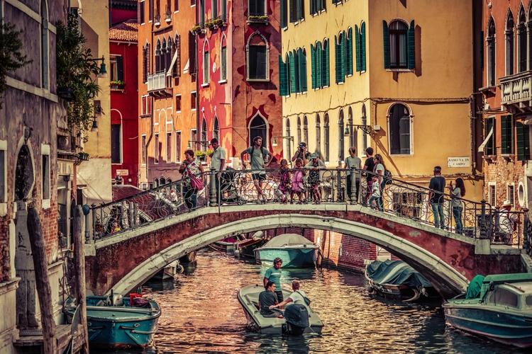 Walking Aimlessly Venice fun lo - rickschwartz | ello