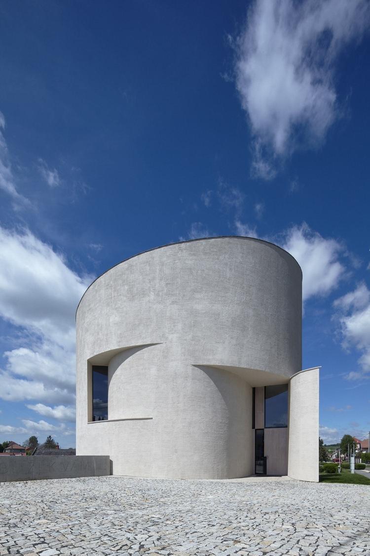 striking circular Church St. We - minimalissimo | ello