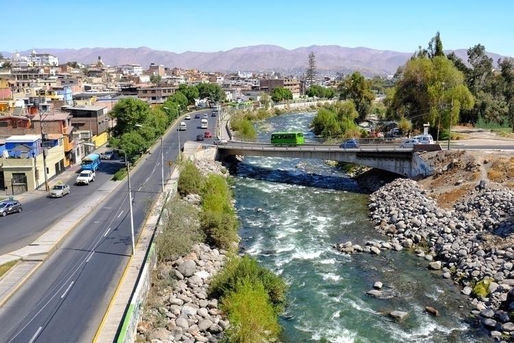 Zwei Stadtansichten von Arequip - weltfarben | ello