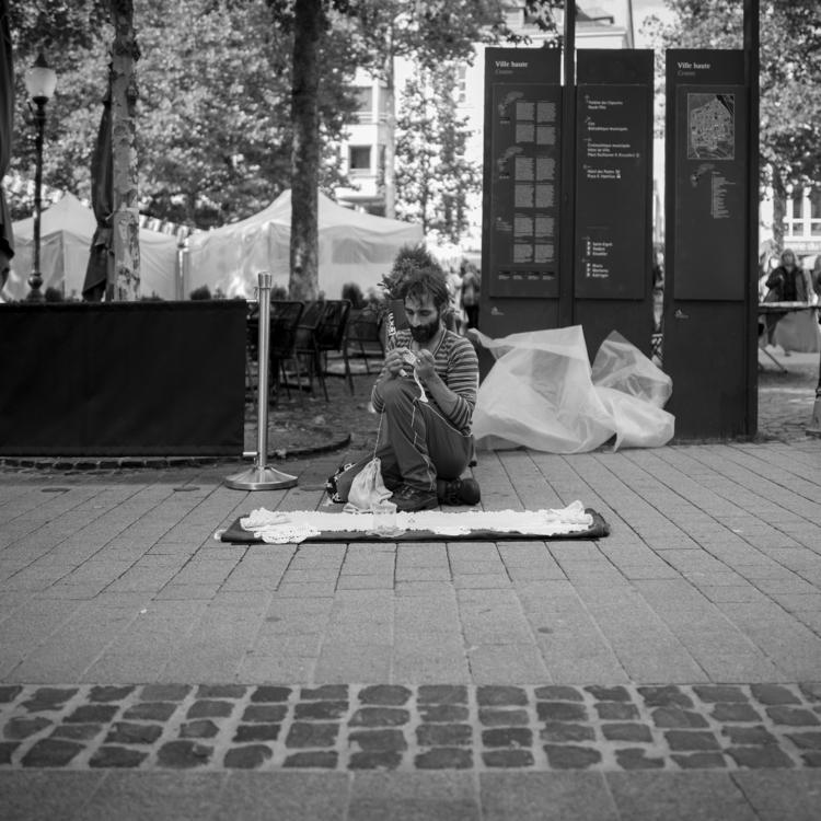 Knitting time - luxembourgcity, streetphotos - cdelas | ello