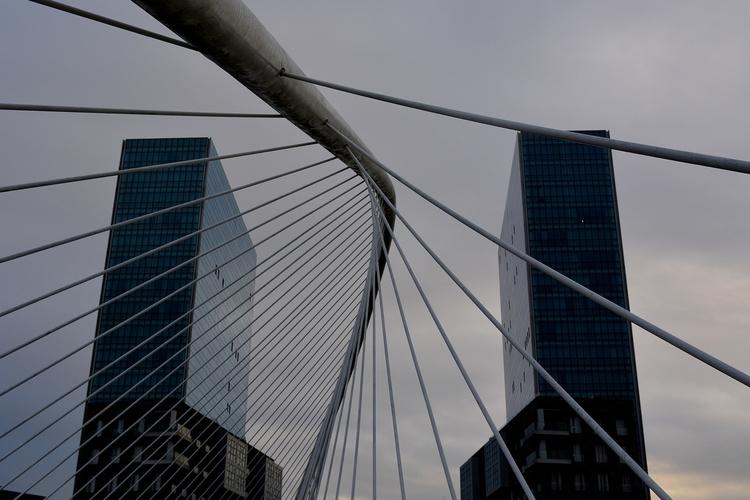 Bilbao - lines, bridge, architecture - glauke_w_ | ello