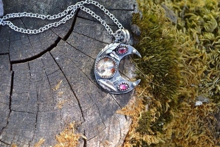 Lovely kind moon pendant Heathe - lunafloradesigns | ello