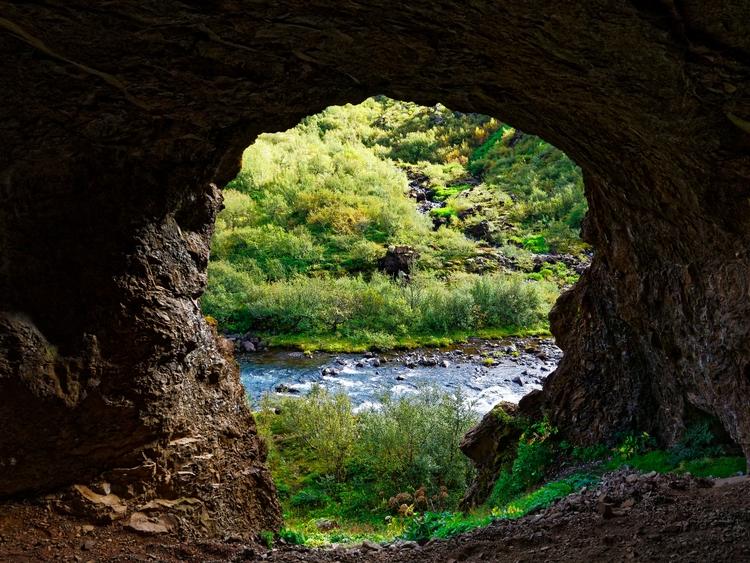 eye. Troll cave base Glymur hik - vikingisaverb | ello