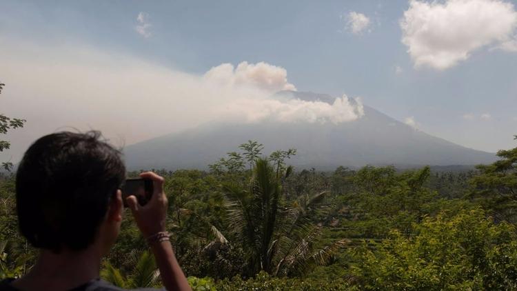 Volcán Agung: Evacúan 35.000 pe - codigooculto | ello