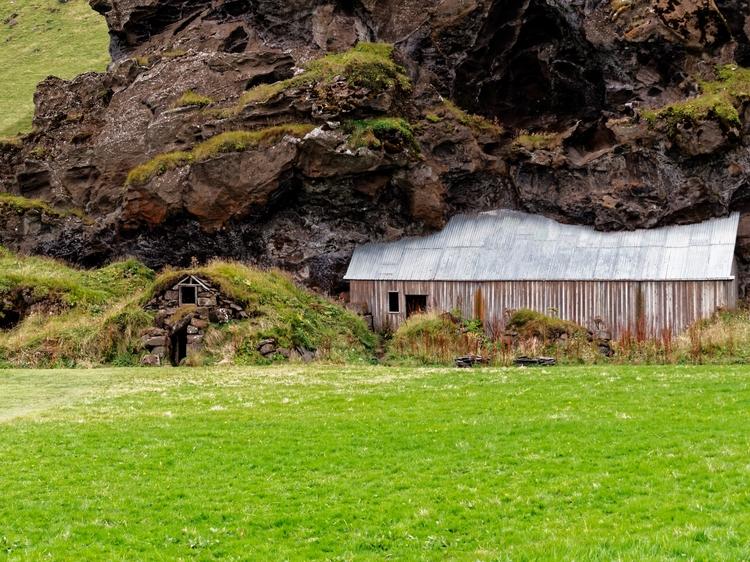 barn sheep pen, southern Icelan - vikingisaverb | ello