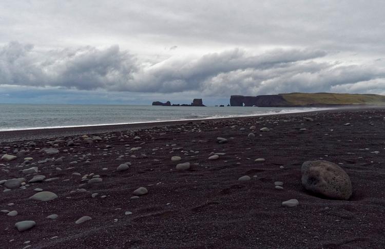Fjara, ljós í stormi - iceland, blackbeach - vikingisaverb | ello