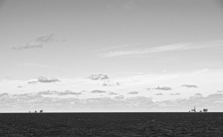 Oil platforms North sea - faest0   ello
