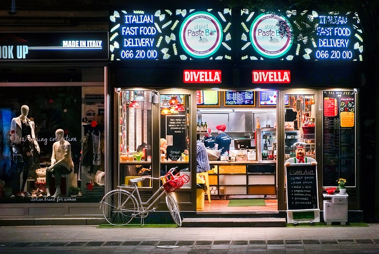 Italy walks Belgrade streets ni - peter_kurdulija | ello